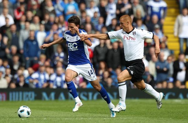 Birmingham City's Matt Derbyshire (left) and Fulham's Steve Sidwell (right) battle for the ball