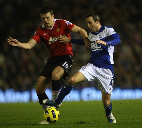 Manchester United's Michael Carrick (left) and Birmingham City's Lee Bowyer battle for the ball