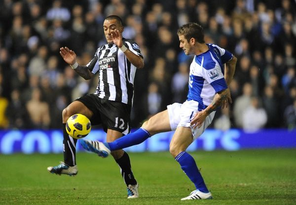 Birmingham City's David Bentley (right) and Newcastle United's Danny Simpson battle for the ball