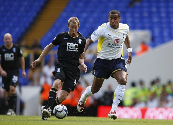 Birmingham City's Lee Bowyer (left) and Tottenham Hotspur's Tom Huddlestone (right) battle for the ball