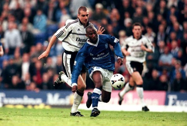 Birmingham City's Peter Ndlovu (r) gets away from Fulham's Andy Melville (l)