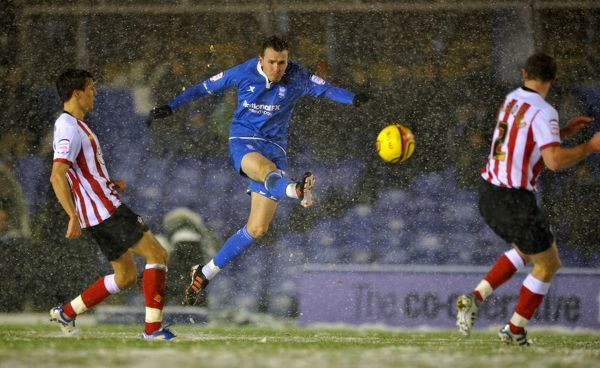 Birmingham City's Jordan Mutch has a shot on goal during the npower Football League League Championship match at St Andrews, Birmingham