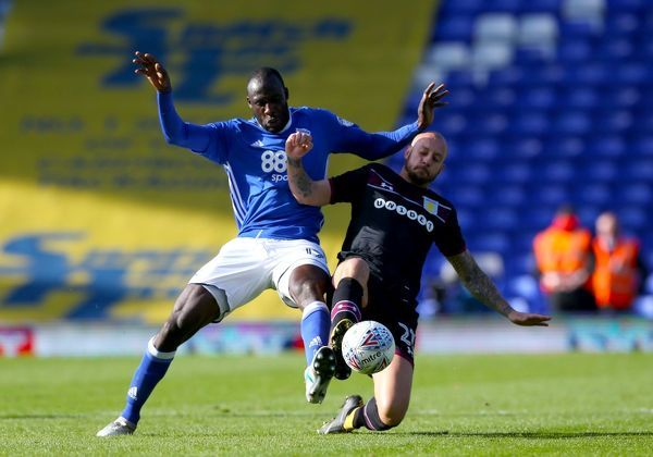 Birmingham City's Cheikh N'Doye and Aston Villa's Alan Hutton battle for the ball during the Sky Bet Championship match at St Andrew's, Birmingham