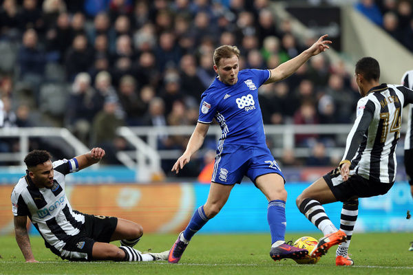Birmingham City's Greg Stewart (centre) battles for the ball with Newcastle United's Jamaal Lascelles (left) and Isaac Hayden during the Sky Bet Championship match at St James' Park, Newcastle